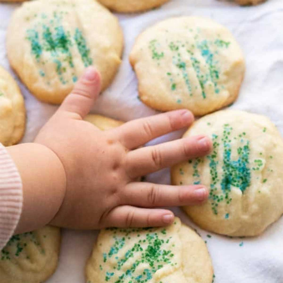 Christmas-Cookies-to-Make-With-Kids-Featured-Image